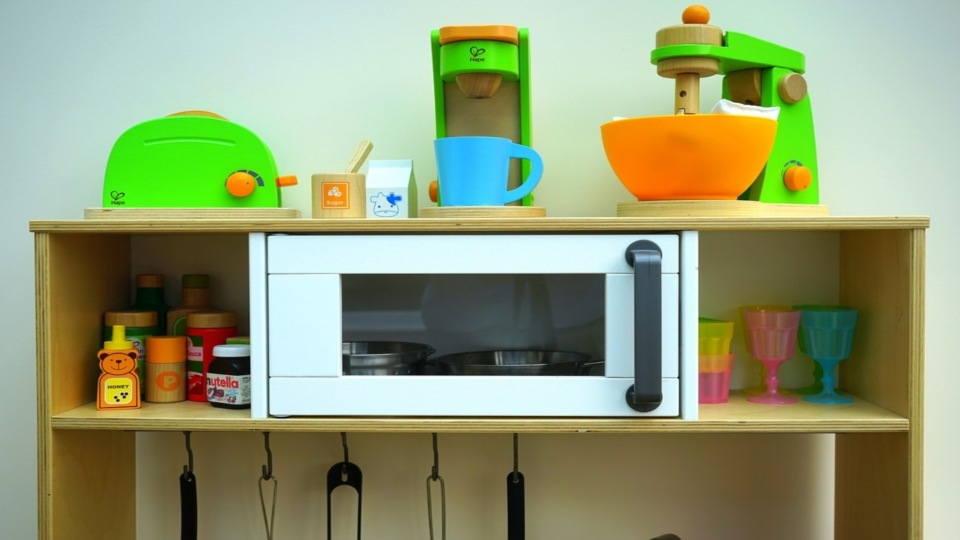 The 9 Best Play Kitchens For Toddlers To Buy In 2020 Muddy Smiles